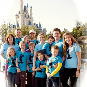 Disney Mickey Shadow Family Vacation